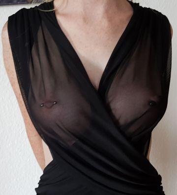 Brüste mit 485ml Silikon und Nippelpiercing