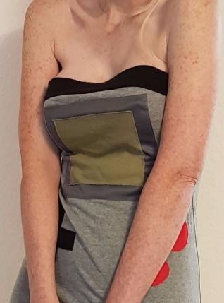 Gameboy-Kleid mit großen Brüsten